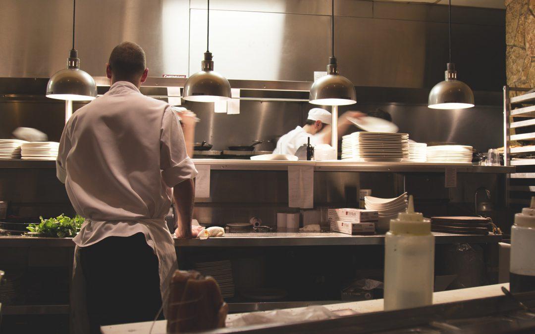 Hoe zorgt een restaurant voor voedselveiligheid?